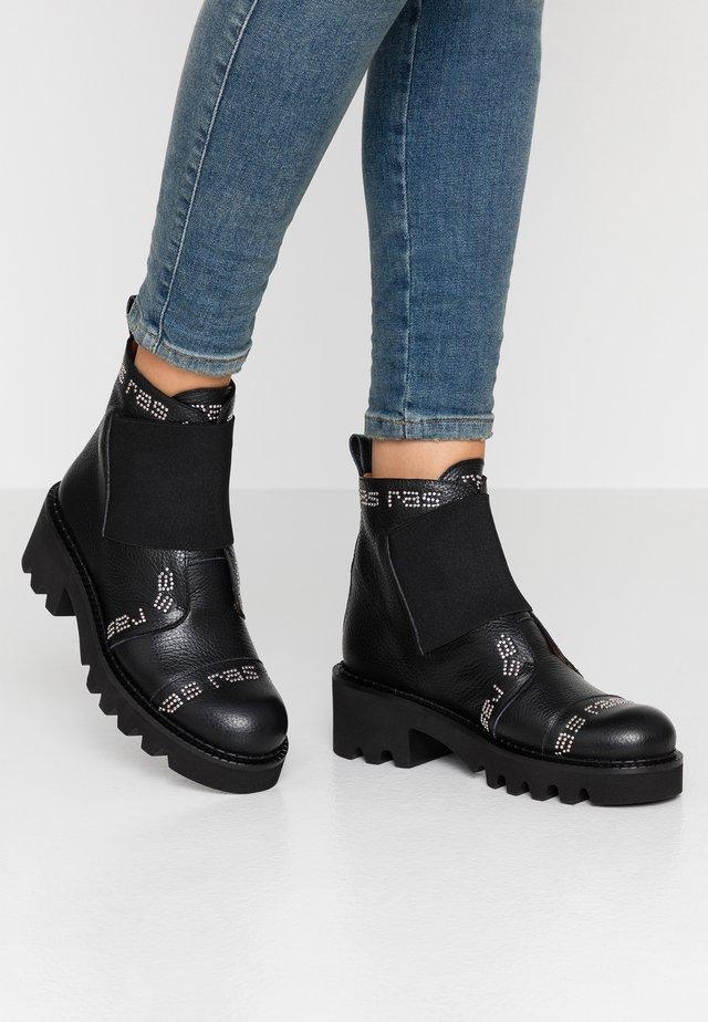 HIPER - Cowboy/biker ankle boot - tolled black