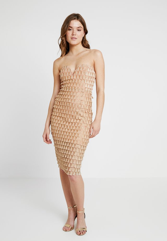 TEXTURED FAN BANDEAU DRESS - Cocktailklänning - rose gold