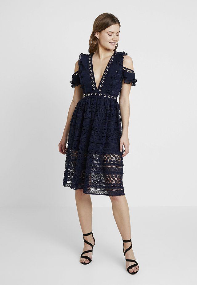 PLUNGE EYELET DRESS - Cocktailjurk - navy