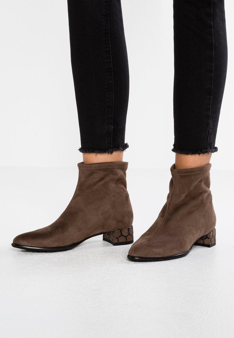 Rapisardi - KIMMIE BOOTIE - Classic ankle boots - mud