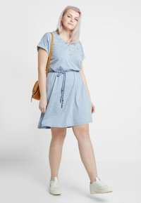 Ragwear Plus - EXCLUSIVE BRITTA DITSY PRINT TIE WAIST DRESS - Jerseykjole - dusty blue - 1