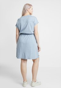 Ragwear Plus - EXCLUSIVE BRITTA DITSY PRINT TIE WAIST DRESS - Jerseykjole - dusty blue - 2