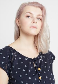 Ragwear Plus - EXCLUSIVE TETUAN DITSY PRINT TIE DETAIL T-SHIRT DRESS - Jerseykjole - navy - 3