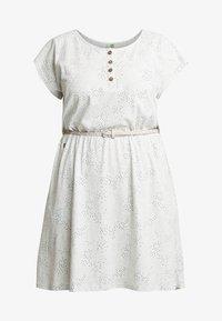 Ragwear Plus - EXCLUSIVE ZEPHIE BELTED SPOT PRINT DRESS - Jerseykjole - white - 4