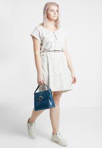 Ragwear Plus - EXCLUSIVE ZEPHIE BELTED SPOT PRINT DRESS - Jerseykjole - white - 1