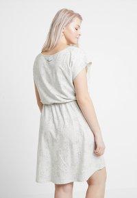 Ragwear Plus - EXCLUSIVE ZEPHIE BELTED SPOT PRINT DRESS - Jerseykjole - white - 2