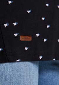 Ragwear Plus - MALINA HEARTS BUTTON BACK TEE - T-shirt à manches longues - black