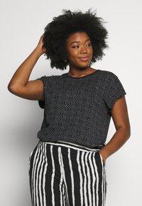Ragwear Plus - DIONE - T-shirt imprimé - black - 0
