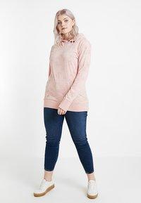 Ragwear Plus - EXCLUSIVE SASHA HOODED SWEATSHRT - Long sleeved top - light red - 1