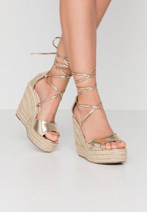 MAREA - Sandály na vysokém podpatku - gold
