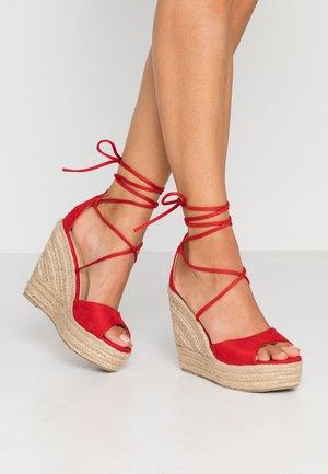 MAREA - Korolliset sandaalit - red