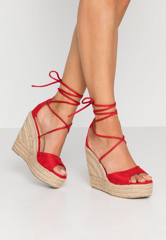 MAREA - Sandały na obcasie - red