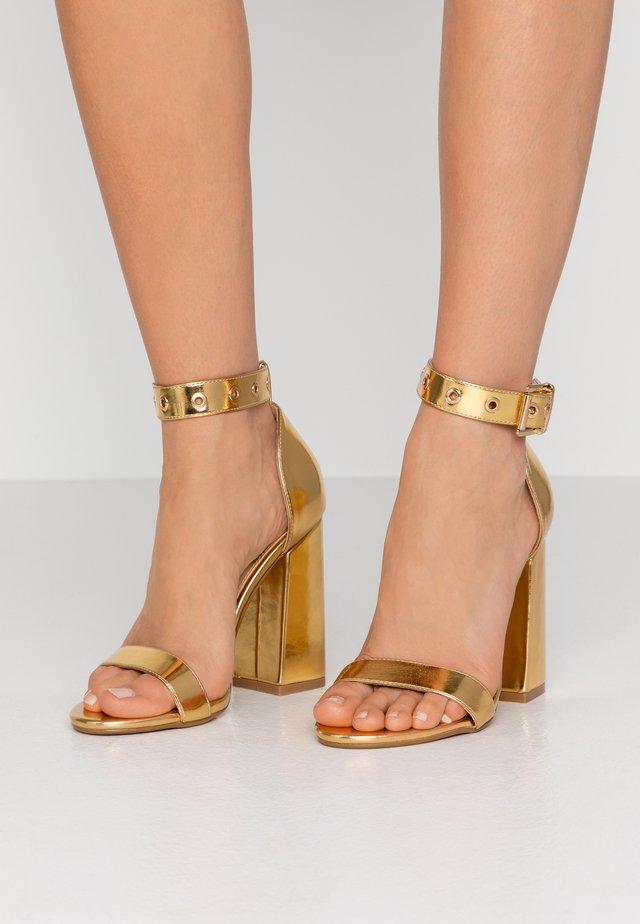 NARISSA - Sandalen met hoge hak - gold