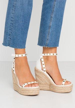 KORI - Korolliset sandaalit - white