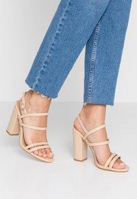 RAID - BAILEY - Sandály na vysokém podpatku - nude - 0