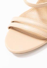 RAID - BAILEY - Sandály na vysokém podpatku - nude - 2