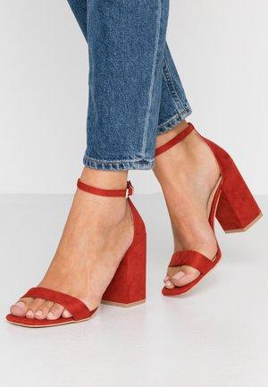 RAELYNN - Sandaler med høye hæler - red