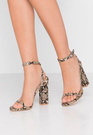 PARIS - Sandály na vysokém podpatku - beige