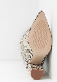 RAID - KENIA - Boots med høye hæler - beige - 6