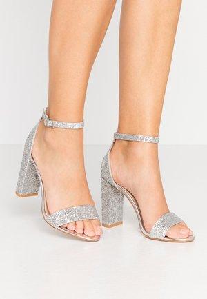 AMINA - Højhælede sandaletter / Højhælede sandaler - silver glitter
