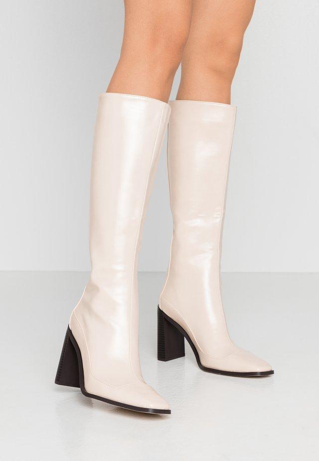 CARRSON - Laarzen met hoge hak - nude