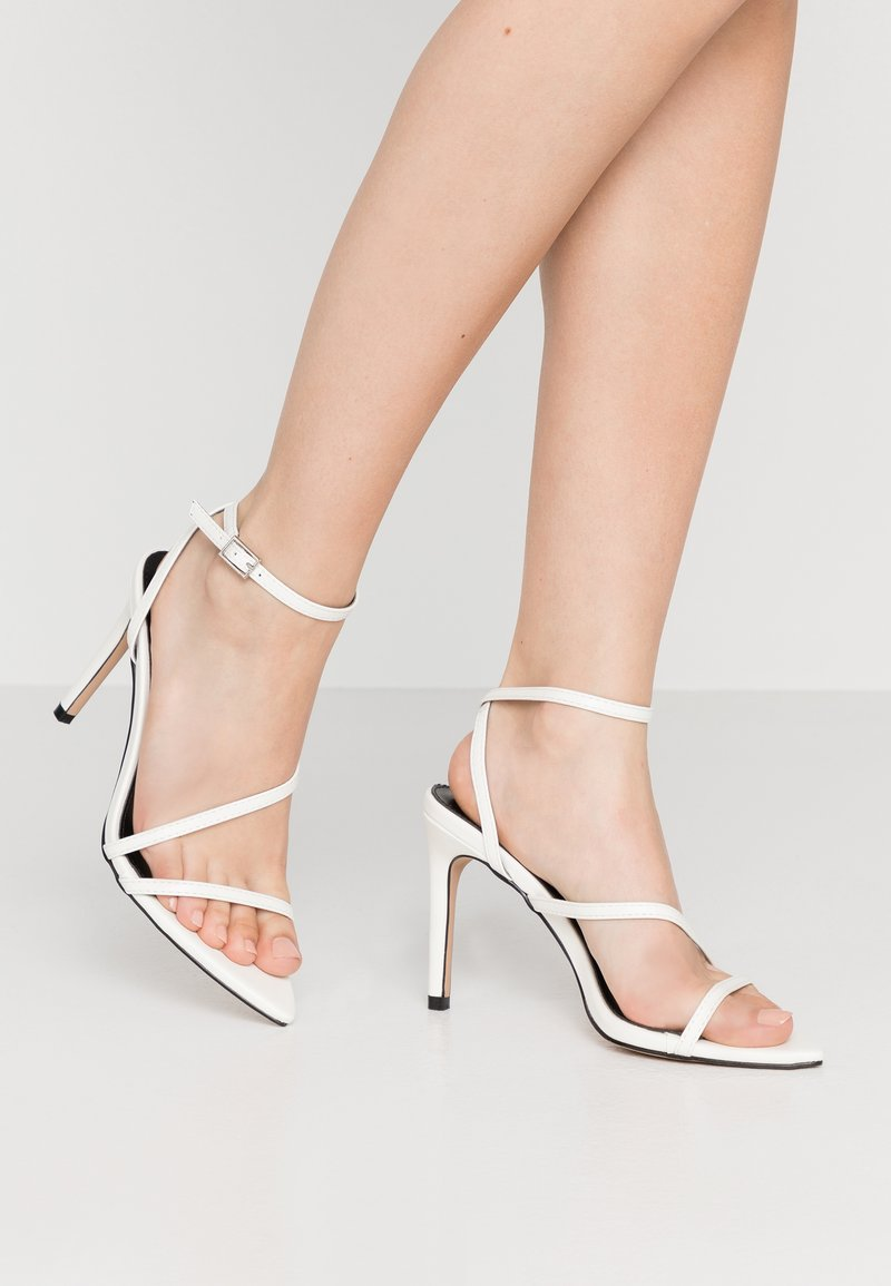 RAID - ROSIE - Korolliset sandaalit - white
