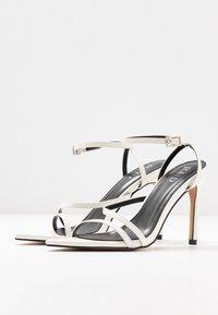 RAID - ROSIE - Korolliset sandaalit - white - 4