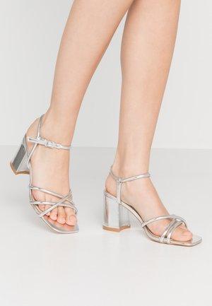 REINA - Sandalias - silver