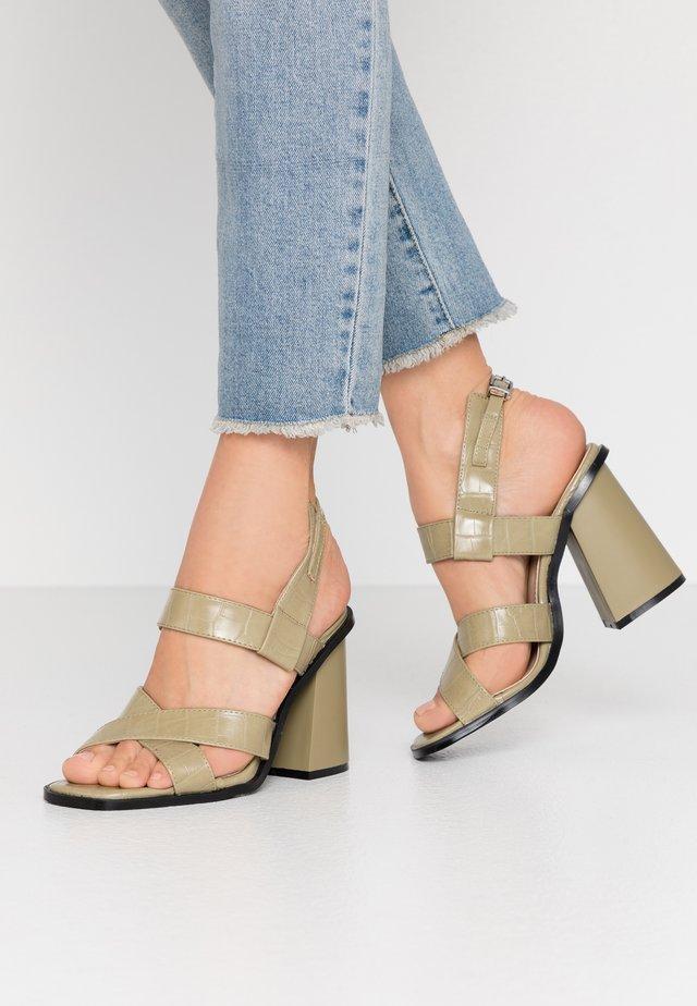 QUEENIE - Sandaletter - khaki