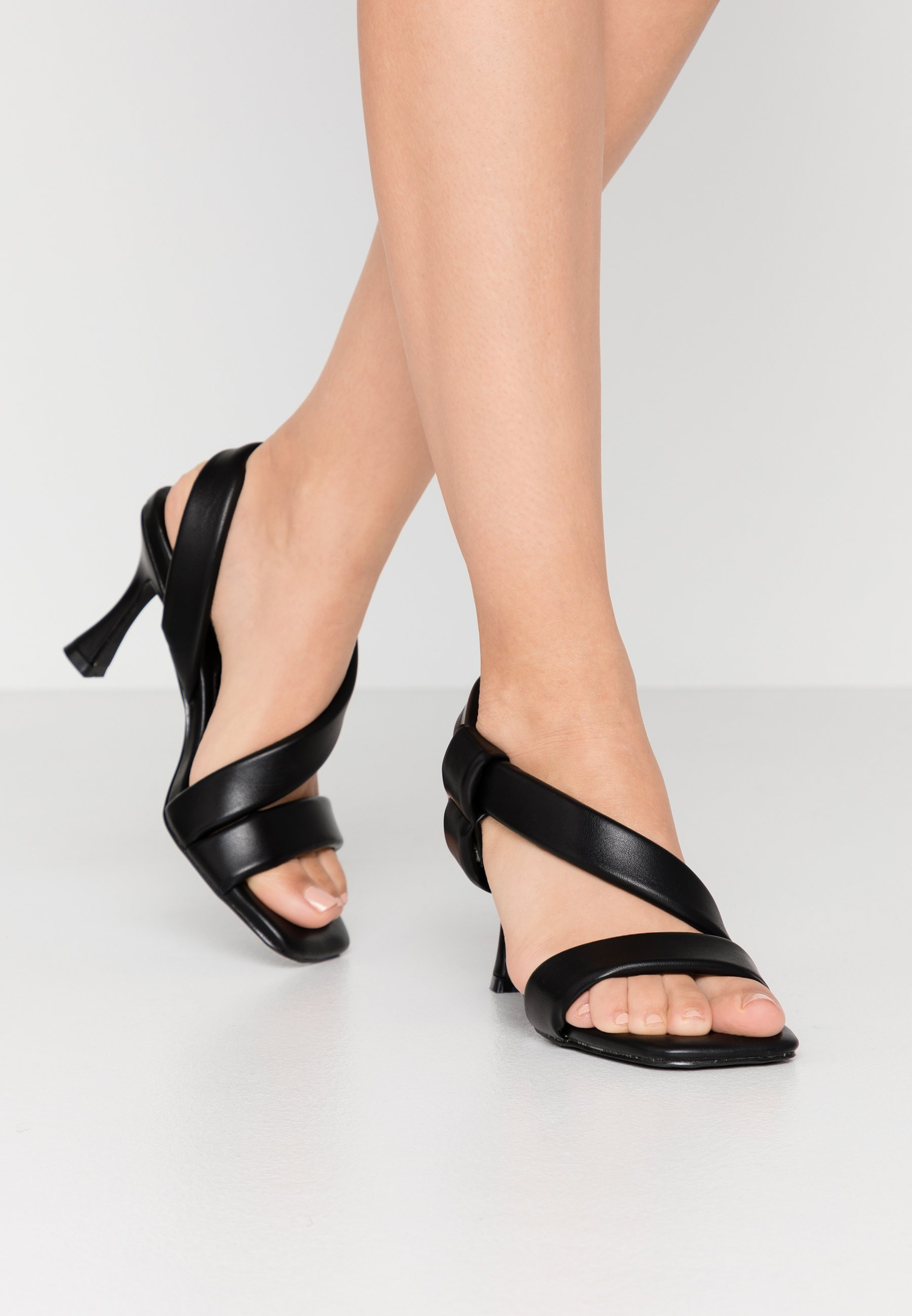 ZELIE Sandali con tacco black