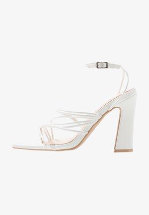 GLADDIN - Sandaler med høye hæler - white