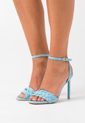 DELLA - Sandalias de tacón - blue