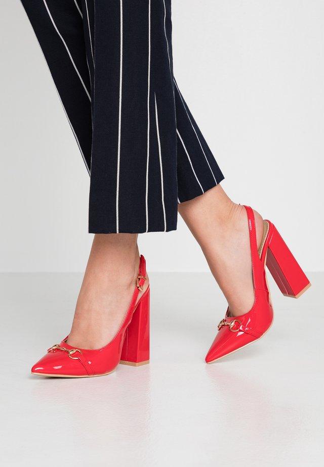 SAANVI - Klassiska pumps - red