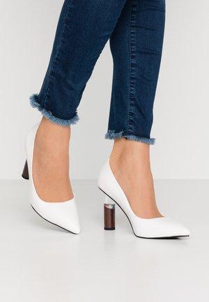 EVIANA - Klassiska pumps - white