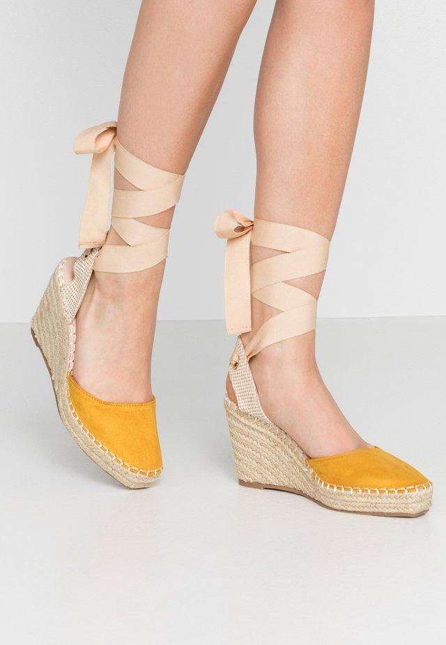 EADIE - Sandály na vysokém podpatku - yellow