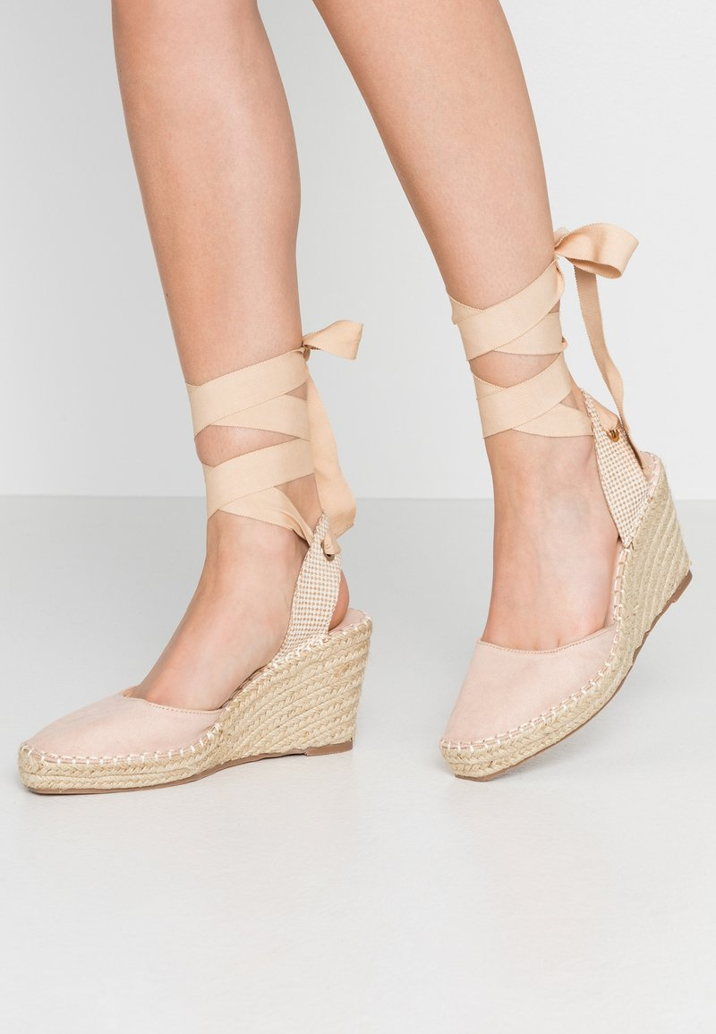 RAID - EADIE - Sandály na vysokém podpatku - nude