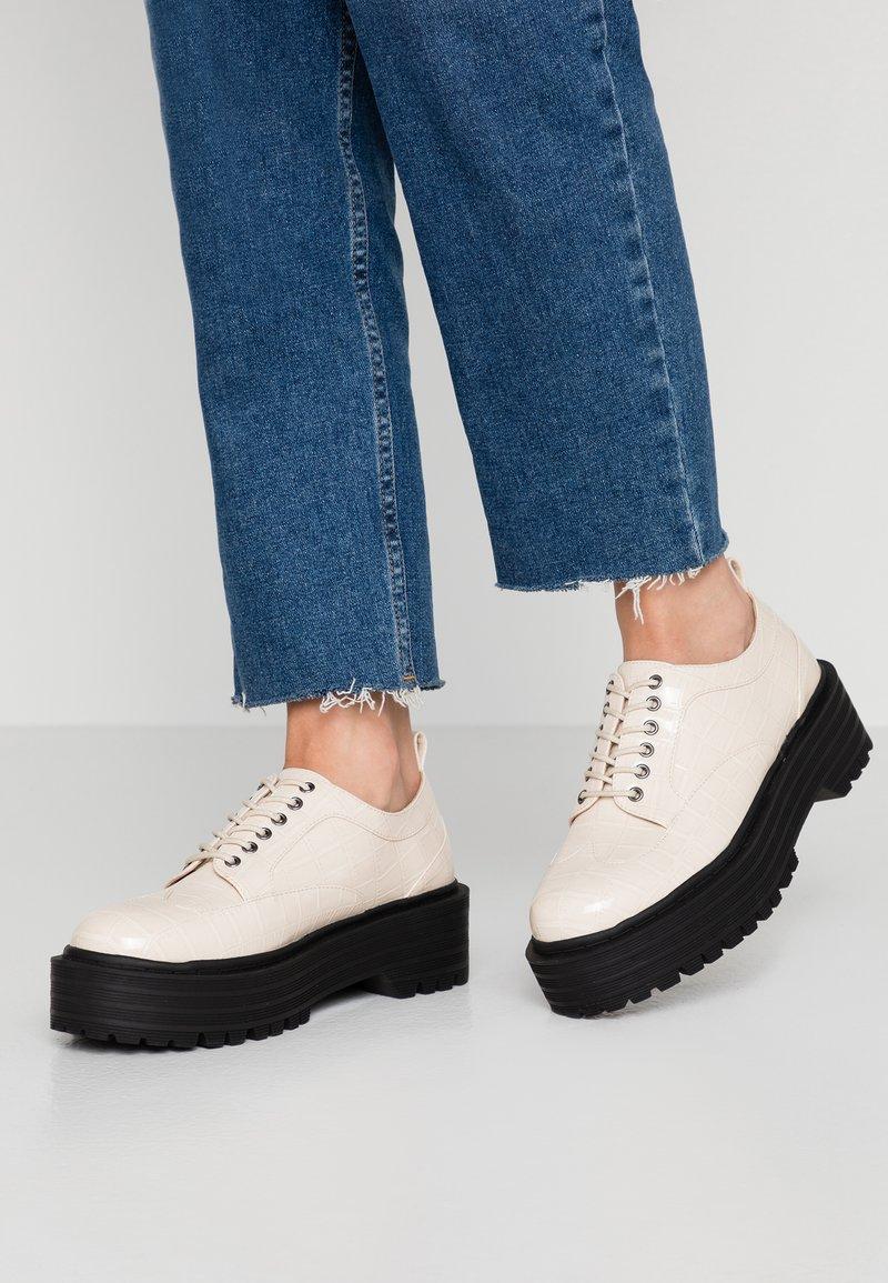 RAID - MALEAH - Šněrovací boty - off white