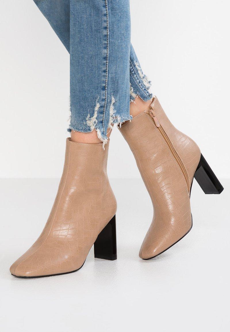 RAID - ZADIE - Kotníková obuv na vysokém podpatku - nude