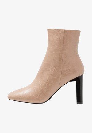ZADIE - Kotníková obuv na vysokém podpatku - nude