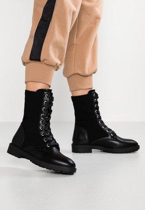 BRISA - Bottines à lacets - black