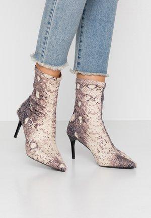 LILLIAN - Kotníkové boty - beige