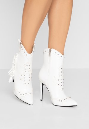 SHILOH - High heeled ankle boots - white