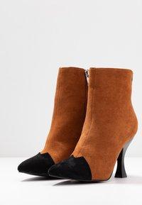 RAID - AILSA - High heeled ankle boots - black/tan - 4