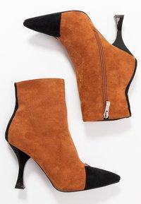 RAID - AILSA - High heeled ankle boots - black/tan - 3