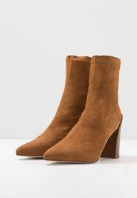 RAID - VANESSA - Kotníková obuv na vysokém podpatku - tan - 4