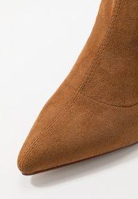 RAID - VANESSA - Kotníková obuv na vysokém podpatku - tan - 2