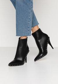 RAID - CATHY - Kotníková obuv na vysokém podpatku - black - 0