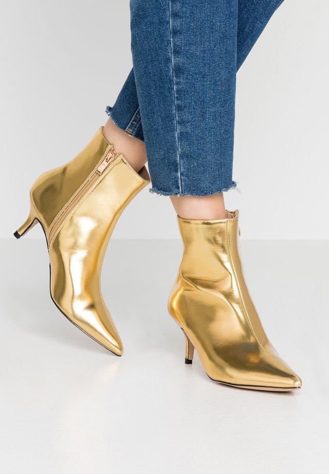 EVOLVE - Korte laarzen - gold