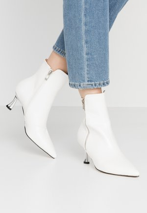 AMPTON - Classic ankle boots - white