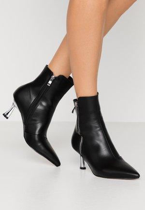 AMPTON - Kotníkové boty - black